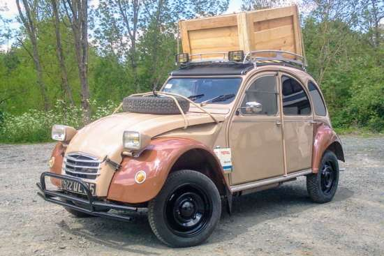 Vendee_Deuch_2CV6_1974_Indian_Forest_26